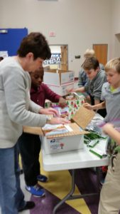students-packing-boxes-for-soldiers1